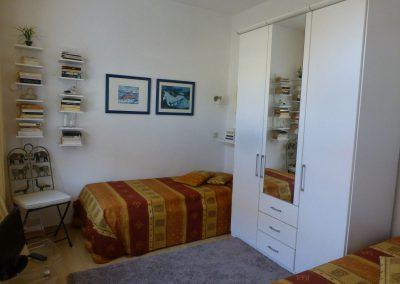 schlafzimmer-mit-fernseher